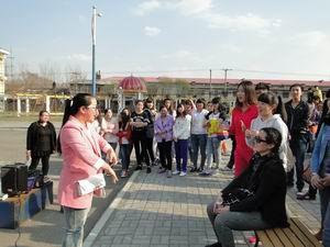 说出你的精彩 外语学院开展外语角活动暨户外晨读启动仪式 -_牡丹江