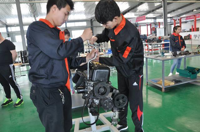 机械学院第六届发动机拆装大赛成功举行 -_牡丹江大学图片